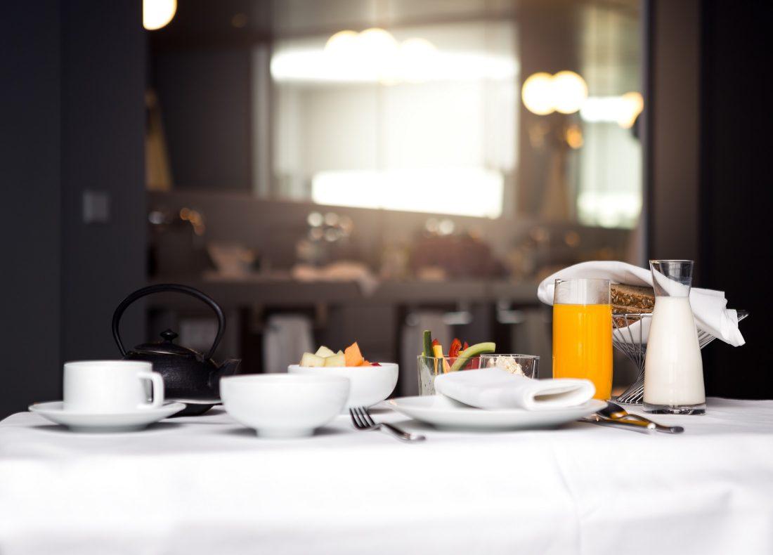 Petit-Déjeuner servi dans un hôtel Suitcase Hospitality