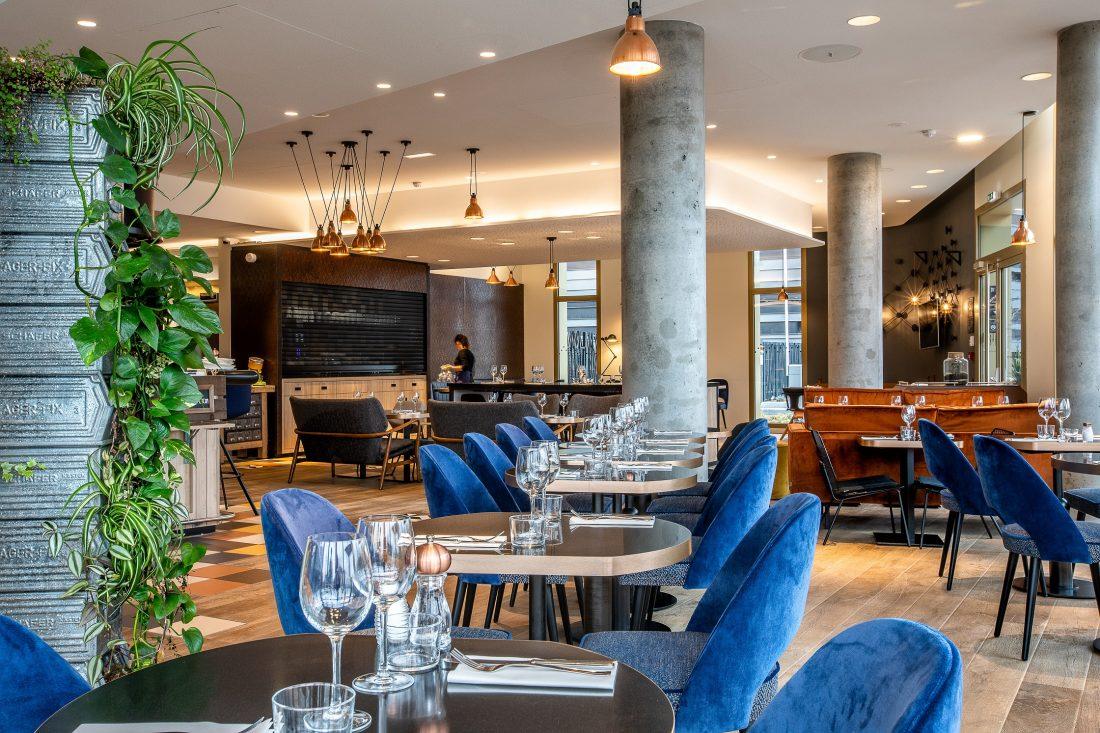 Mise en place au CHARBON, restaurant bistronomique situé à Gennevilliers (92)