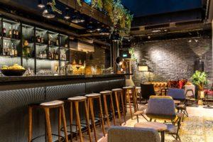 Espace bar du LAZ' Hôtel Spa Urbain Paris Saint-Lazare, boutique-hôtel 4 étoiles du parc hôtelier Suitcase Hospitality