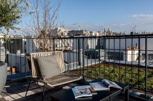 Terrasse avec vue sur le Sacré-Coeur d'une chambre du LAZ' Hôtel Spa Urbain Paris Saint-Lazare, boutique-hôtel 4 étoiles du parc hôtelier Suitcase Hospitality
